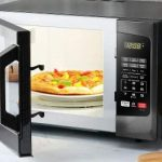 How does a microwave oven work